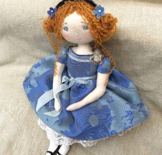 * Chanel en robe de soie!