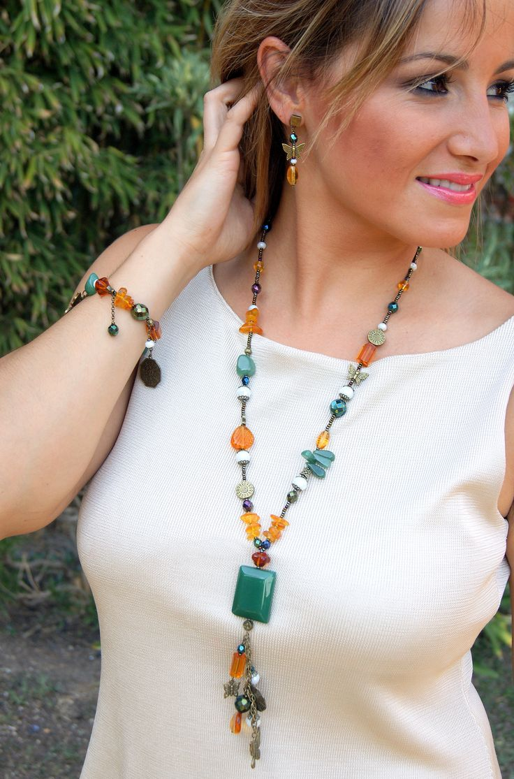 Conjunto de collar, pulsera y pendientes con minerales (ambar y jade)
