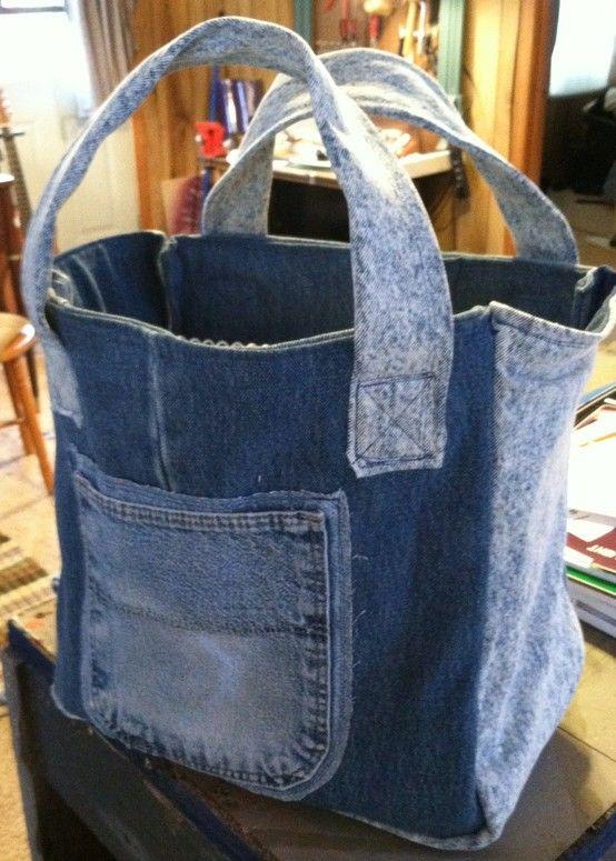 Book bag - made from recycled jeans.Idéia ótima para fixar bolsos!!!!!