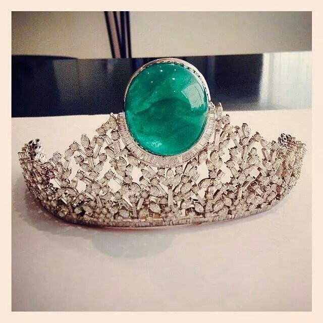 Emerald, diamonds and white gold tiara, 187.5 carats | Beladora Jewelry