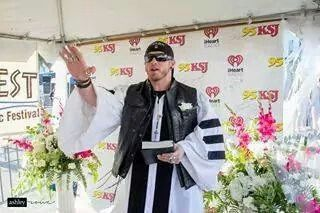 Brantley Gilbert Officiating Wedding @ BayFest 2014-- This is great! Lol.