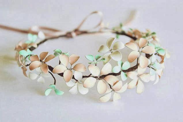 Accessoire cheveux : couronne de fleurs - fil de fer, vernis à ongle et ruban