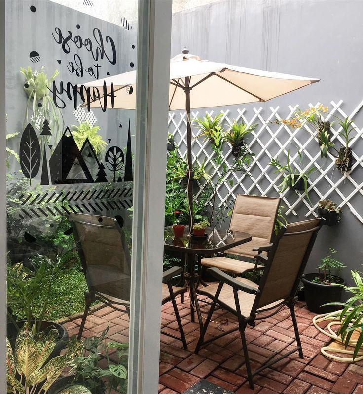 Cuaca nya mendung tapi ga ujan....enaknya ngopi2 dan sarapan di Teras belakang, libur anak sekolah....means mommy bisa cukup santai juga....yayyyyy  . • . • . • . #rumahmoi#baitijannati#rumahkuistanaku#homedecoration#inspirasirumah#houseinterior#urbangarden#designrumah#backyard
