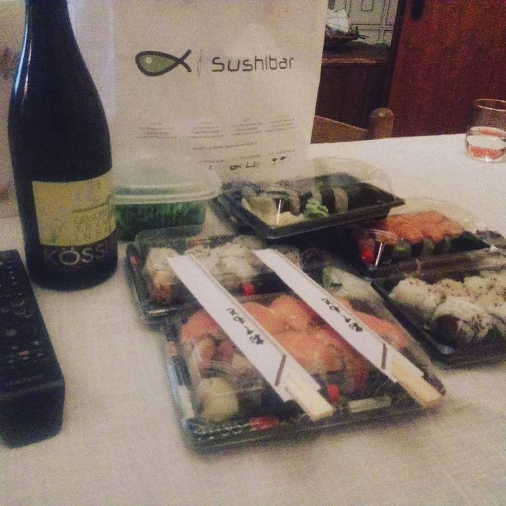 Sushi e vino!!  #tokyo #seoul #sidney #beijing #toronto #madrid #barcellona #tag4tag #berlin #shanghai #dubai #montreal #melbourne #tagsforlikes #taipei #milano #osaka #newyork #miami #losangeles #london #tagsforshare #vancouver #paris #rome #foodporn #girls #instagram #instagood