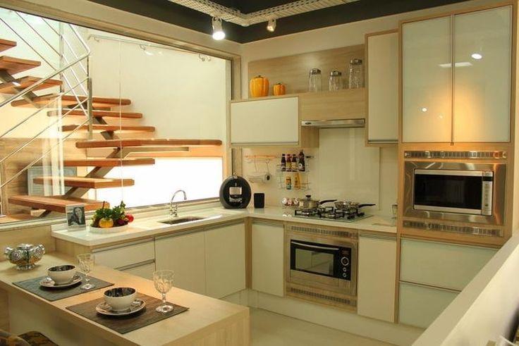 Antes de começar a decorar é preciso definir um estilo e contratar uma empresa idônea para aquisição dos móveis planejados para cozinha.