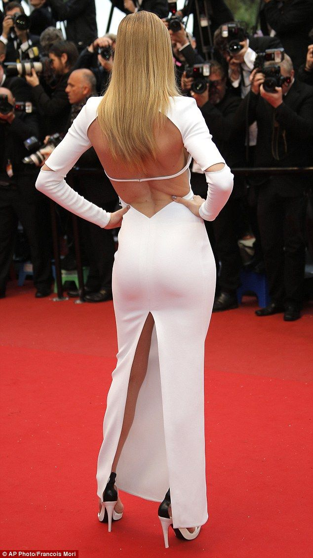 Doutzen Kroes showed off her enviable body in a stunning backless Calvin Klein Collection dress