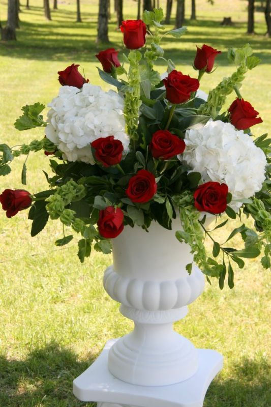 24 best images about bouquet on pinterest hydrangeas for Red white blue flower arrangements