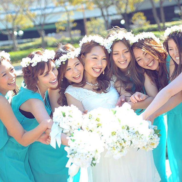 花嫁様とブライズメイドちゃん♡ 💠👧👧👧👰👧👧👧💠 お揃いの白いブーケと花冠で、可愛くコーディネート♡  #ブライズメイド  #Furufuu#フルッフー#ウェディング#ウェディングドレス#ウェディングアクセサリー#ハンドメイド#ハンドメイドアクセサリー#花嫁#花冠#花かんむり#プリザーブドフラワー#リボンカチューシャ#ウェディングブーケ#ヘッドドレス#結婚式#結婚準備#前撮り#三ノ宮#プレ花嫁