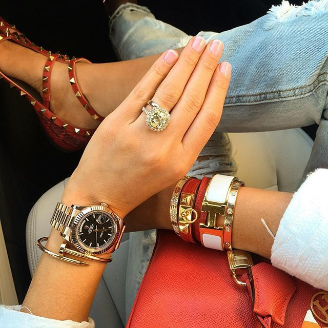 :flushed: this is what we call #accessoryenvy. #style #stylegoals #wristcandy #fashion #repost from @avikoren