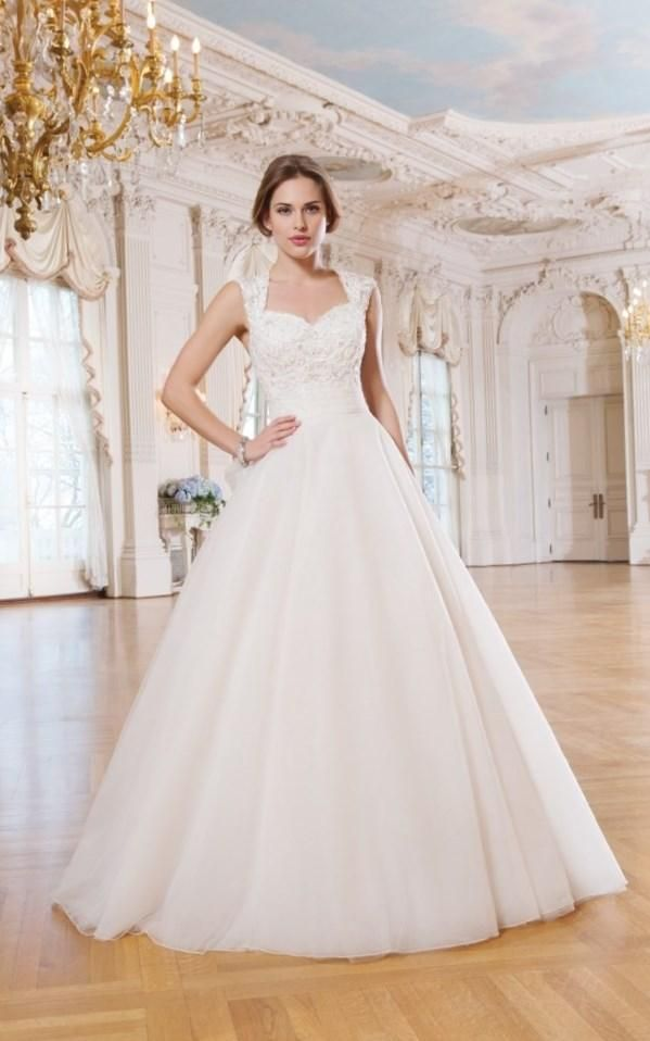 Свадебные платья с закрытыми плечами фото - http://1svadebnoeplate.ru/svadebnye-platja-s-zakrytymi-plechami-foto-3727/ #свадьба #платье #свадебноеплатье #торжество #невеста