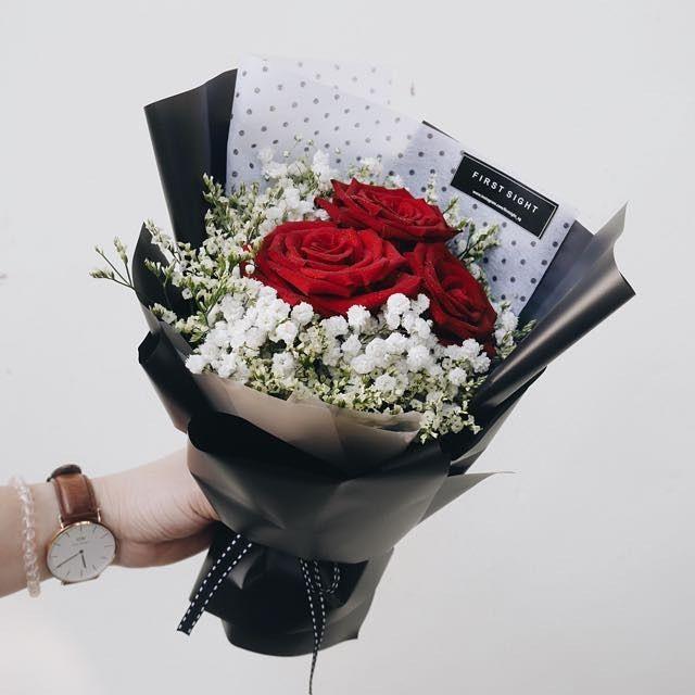 للزهور لغة تعبيرية خاصة عندما يغيب الكلام ويصعب التعبير وتجف الأقلام ويتلعثم اللسان Flowers Flower Flowershop Egflor Mobile Covers Daniel Wellington