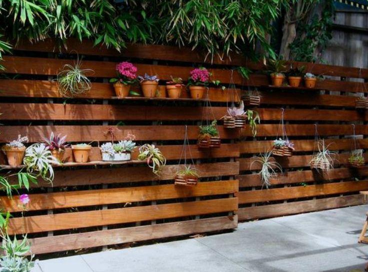 Cuando una persona tiene la fortuna de tener jardín, sabe que dentro de esa fortuna hay detrás muchísimo trabajo de mantenimiento, entre el que se encuentra la tarea de cerrar o separar espacios en…
