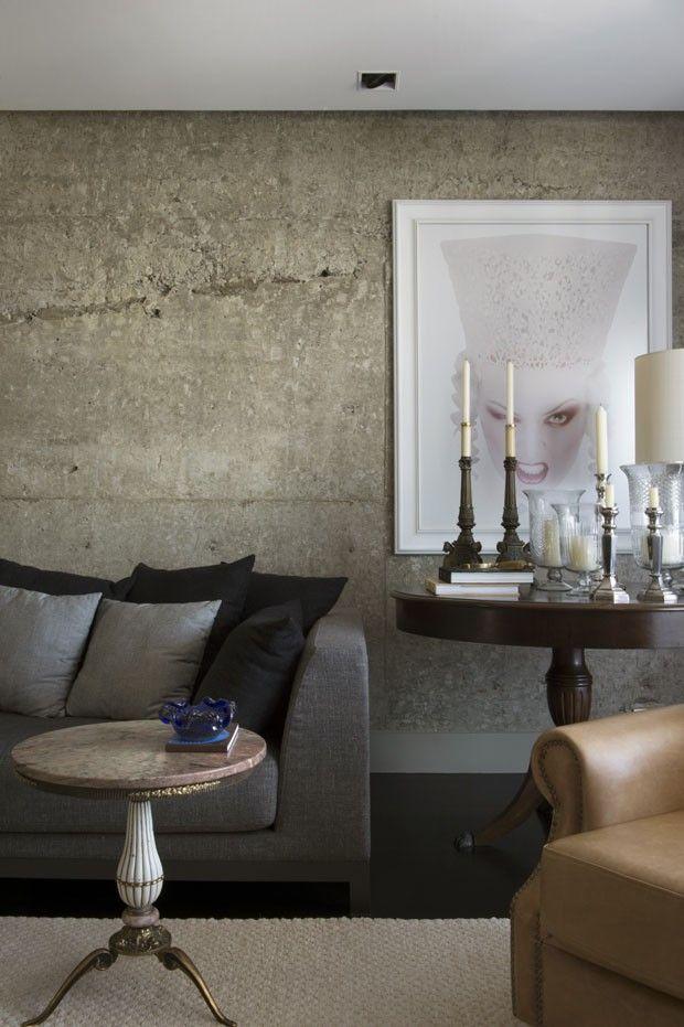 Peças de estilo interagindo com a rigidez do concreto.