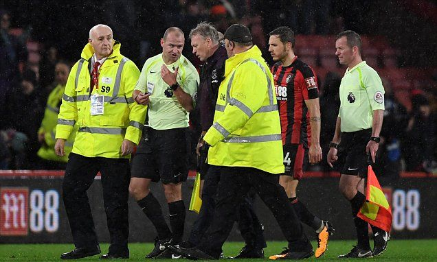West Ham boss David Moyes slams referee Robert Madley