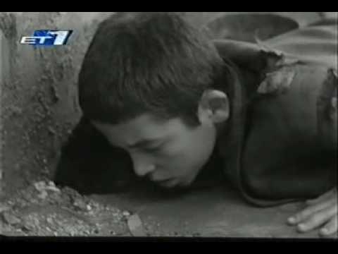 Το Ξυπόλητο τάγμα είναι η αληθινή ιστορία 160 παιδιών, που η δράση τους πήρε διαστάσεις μύθου όταν διώχτηκαν από τα ορφανοτροφεία της Θεσσαλονίκης από τους Ν...