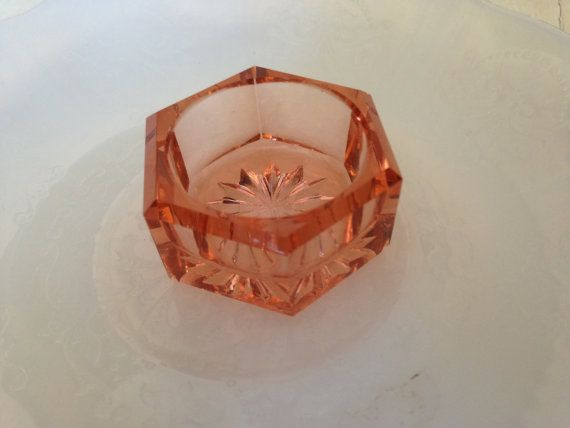 Vintage Depression glass Salt Cellar Dip in rare pink by mslyn2, $20.00Unique Glasses, Glasses Pink, Glistening Glasses, Glasses Salts, Carnivals Glasses, Vintage Glasses, Depression Glasses, Pink Glasses Hav, Glasses Ceramics Porcelain