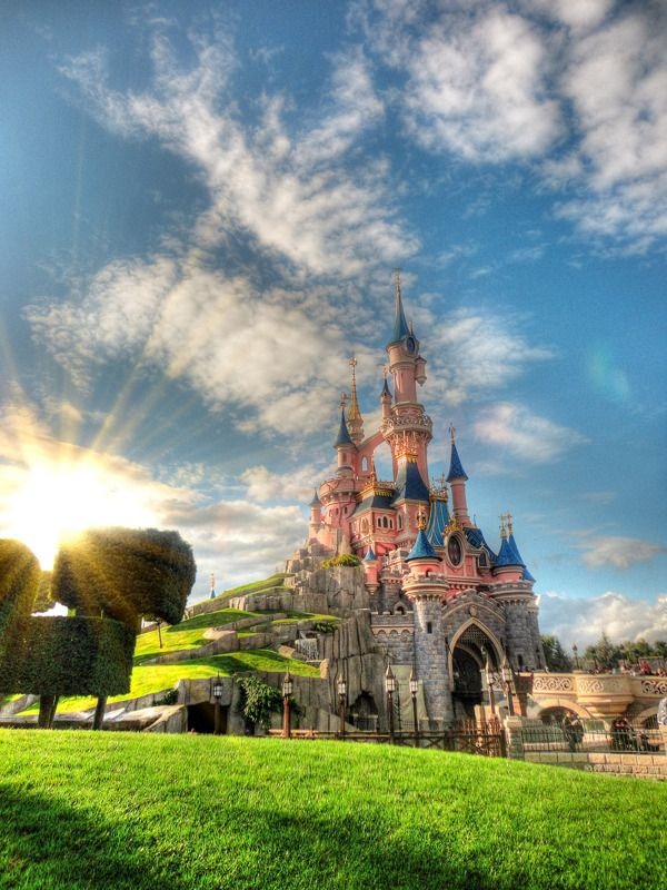 Sunrise in Disneyland Paris the Castle of the Beauty ...
