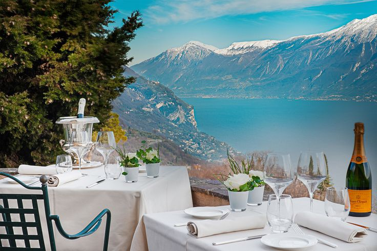 Are you looking for #meeting and #conference room where you can enjoy delicious #food in #Italy? Boutique Hotel Villa Sostaga - #lake #Garda