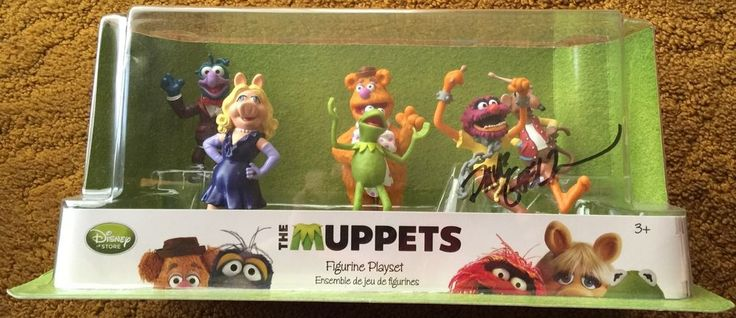 DISNEY STORE THE MUPPETS FIGURINE PLAYSET SIGNED BY DAVE GOELZ GONZO ANIMAL