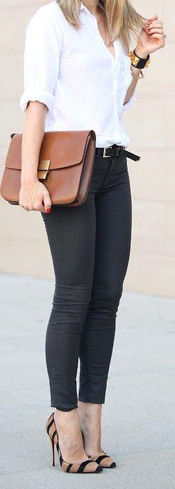 Tão simples! Quero uma calça preta, uma bolsa maleta assim e esse sapato :)