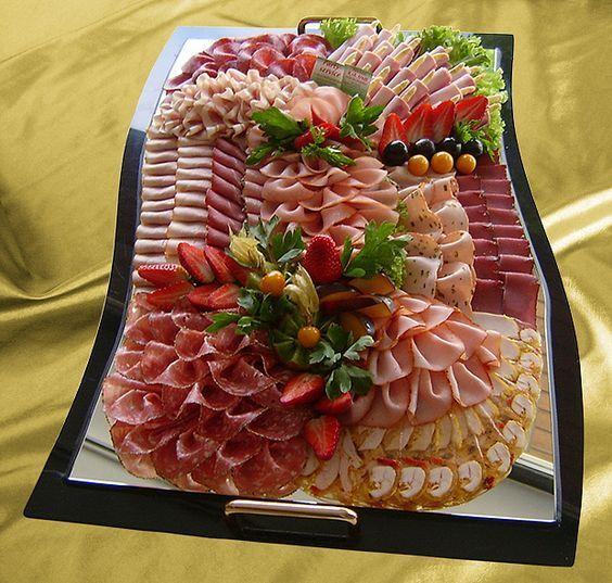 Schöne Wurstplatte   Food deko, Käseplatte anrichten