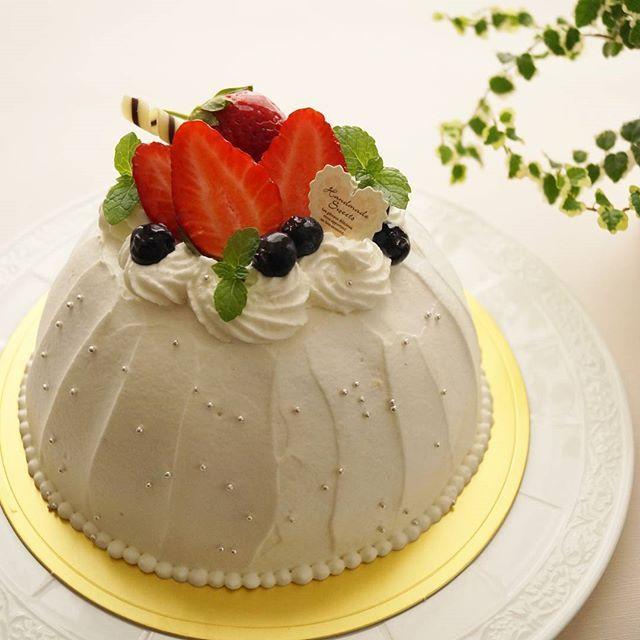 画像2 : イタリア発祥の簡単ケーキ、ズコット。なんとレシピは「切る」「詰める」「冷やす」の3ステップで完成してしまうんです!ドーム型でとってもかわいらしいのに、こんなに簡単にできるなんて驚きですよね。皆さんもぜひ、ご自宅で作ってみてはいかがですか?