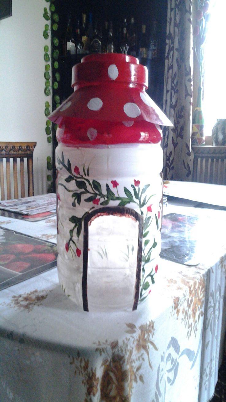 Bird house from a empty jar