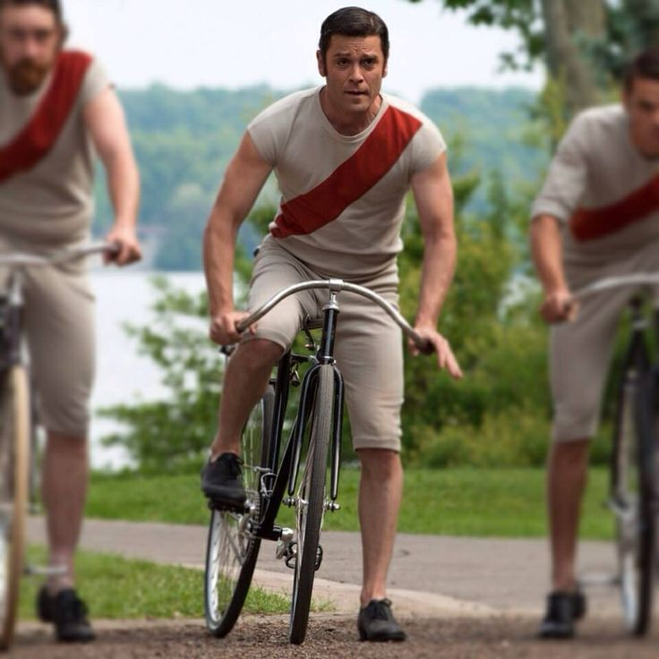 """Murdoch rides in a bicycle contest with his """"newfangled gear shifting device"""" - but has to stop to solve one of the rider's murder"""