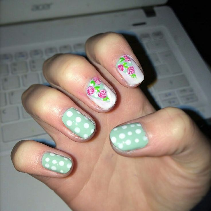 #nailart #roses #green #nails #uñas