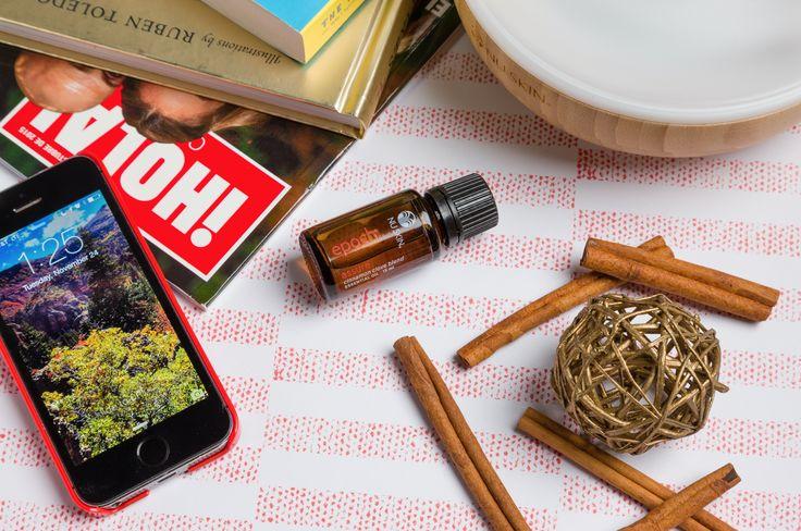 Epoch® Assure es una potente mezcla de canela, clavos de olor y otros aceites esenciales puros que ayudan a que el aire y las superficies se sientan excepcionalmente limpias. Es la mezcla ideal de aceites esenciales para neutralizar olores o realzar la calidad del aire a tu alrededor. #aceitesesencialesepoch