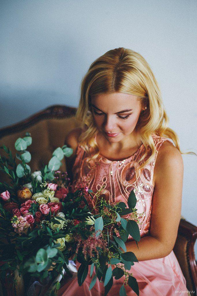 #bridalbouquet #weddingbouquet #bouquet #thebridesbouquet #vaksflauer #eucalyptus #whitewedding # #flowers #flower #rosebush #eustoma #astilbe #wedding #bride #studioshooting# newlyweds #weddingday #brideshoes #beigechair #armchair #букетневесты #свадебныйбукет #букет #белаясвадьба #кустоваяроза #эвкалипт #ваксфлауэр #розоваяроза #астильба #свадьба #невеста #молодожены #свадебноеплатье #свадебныйдень #бежевоекресло #кресло