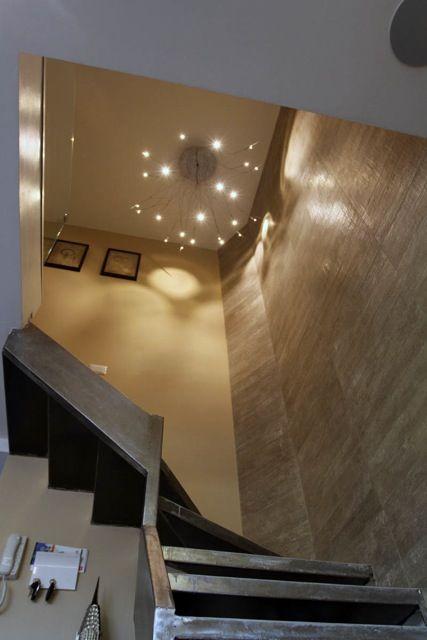 Metalspot Fotana Lampara LED  Escaleras Metalicas Muro Porcelanto