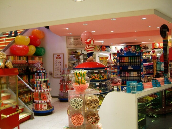 Candy stOres in nyc =P