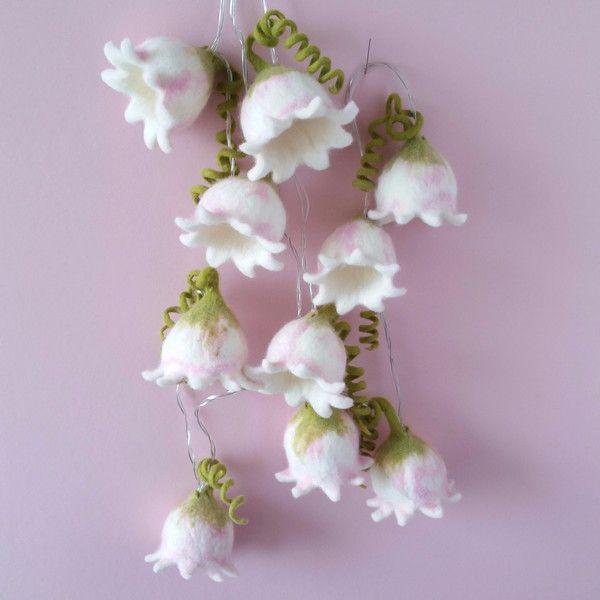 Lichterketten - Gefilzte Blütenlichterkette - ein Designerstück von FilzEla bei DaWanda