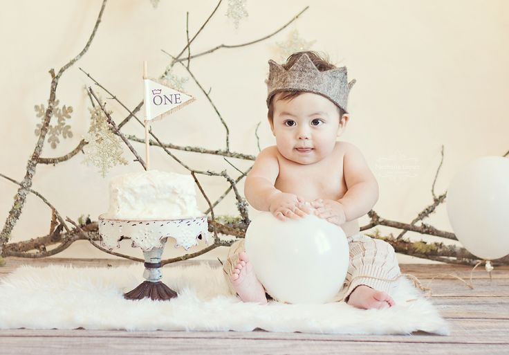 Winter wonderland theme for December babies - Photography by Nathalie Lopez