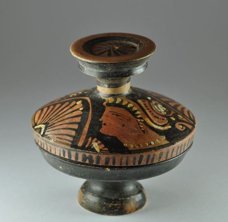 Apulian lekanis pyxis with lid, 4th century B.C. Apulian vase, Apulian lekanis pyxis with lid, blackware pottery done in red-figure with twin Lady of Fashion portraits and two palmettes, two handle and base in solid black, 10.1 cm high. Private collection