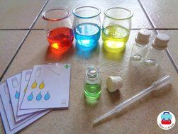 Siroopjes maken: aan de hand van opdrachtkaarten met een pipet het juiste aantal druppels in de flesjes doen. Meer uitleg op http://jolienindeklas.weebly.com/ziek-zijn.html