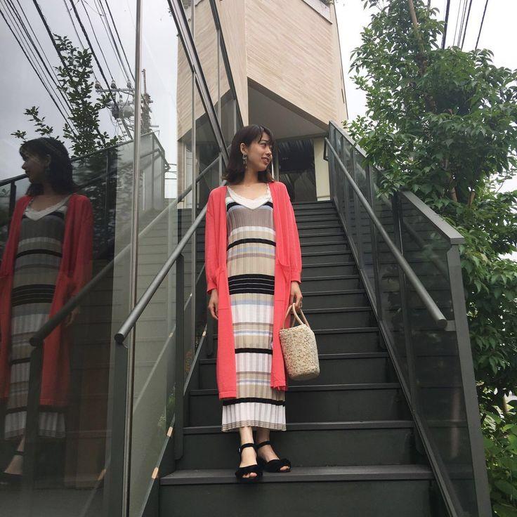 【color long cardigan】 鮮やかな赤が魅力的なロングニットカーデ。  ヘルシーな肌見せをしてくれます☆   後ろのベンツが大きく脚さばきも良いので、ロングワンピースと着てもシルエットが綺麗ですよ^ ^  これからの梅雨の時期にもGOOD!!