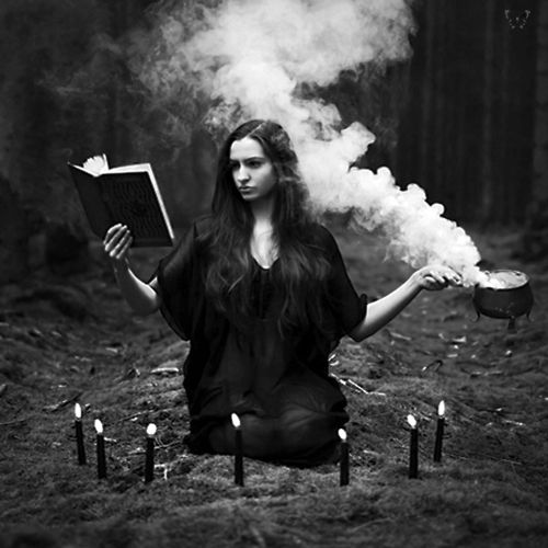 Sortilèges,rituels,sorts et bains magiques.