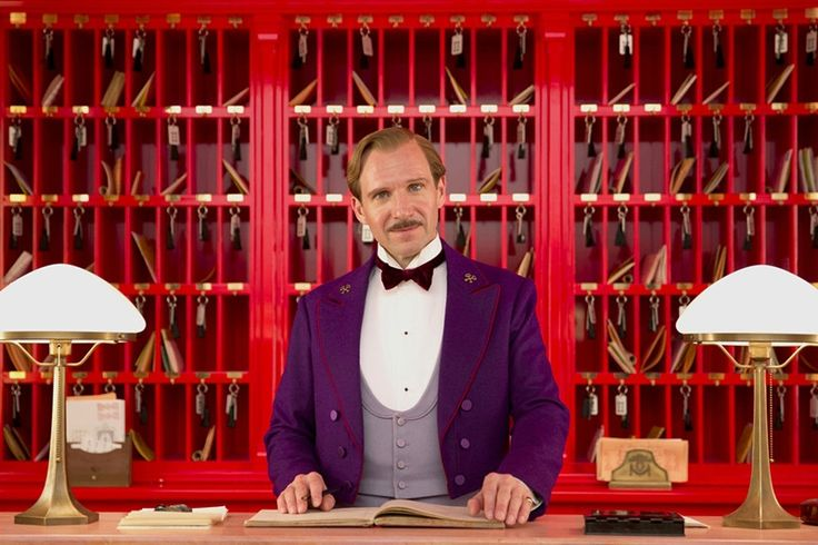 "Wes Anderson loves retro! Most of his movies take place in a time that is not now. Detailed costume, retro furniture and even the aesthetics of the characters and their personalities has ""a what"" nostalgic of the times of yesteryear. #wesanderson #grandbudapesthotel"