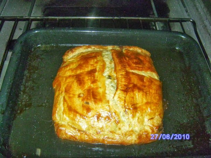 Spinasie en Feta Pie 1 ui gekap 15ml olie 1 kg spinasie gewas 250ml cheddar kaas gerasper 2 ronde skywe feta kaas gekrummel...