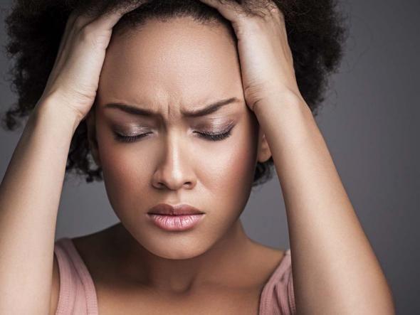 Kopfschmerzen  Im Jahresdurchschnitt ist dieser Monat der schwülste. Die Ozonwerte steigen öfter über 180 Mikrogramm pro Kubikmeter. Das aggressive Reizgas führt bei über 15 Prozent der Frauen zu Kopfweh.