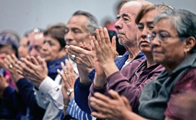 Iniciativa para que descendientes se hagan cargo de ellos, avanza; diputados dicen que se busca dar mayor protección a este sector