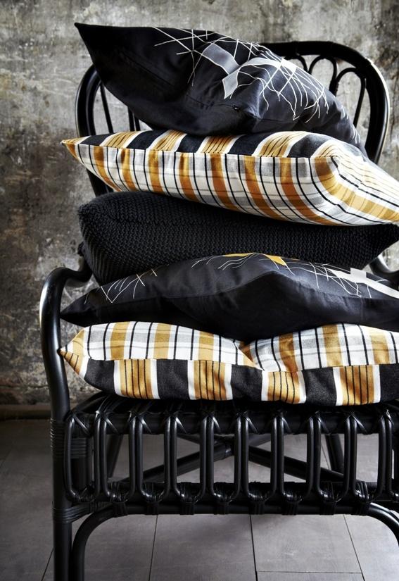Τα μαξιλάρια και τα καλύμματα μαξιλαριών της συλλογής BJÖRNLOKA αποτελούνται  από ίνες ραμί και 100% βαμβάκι.