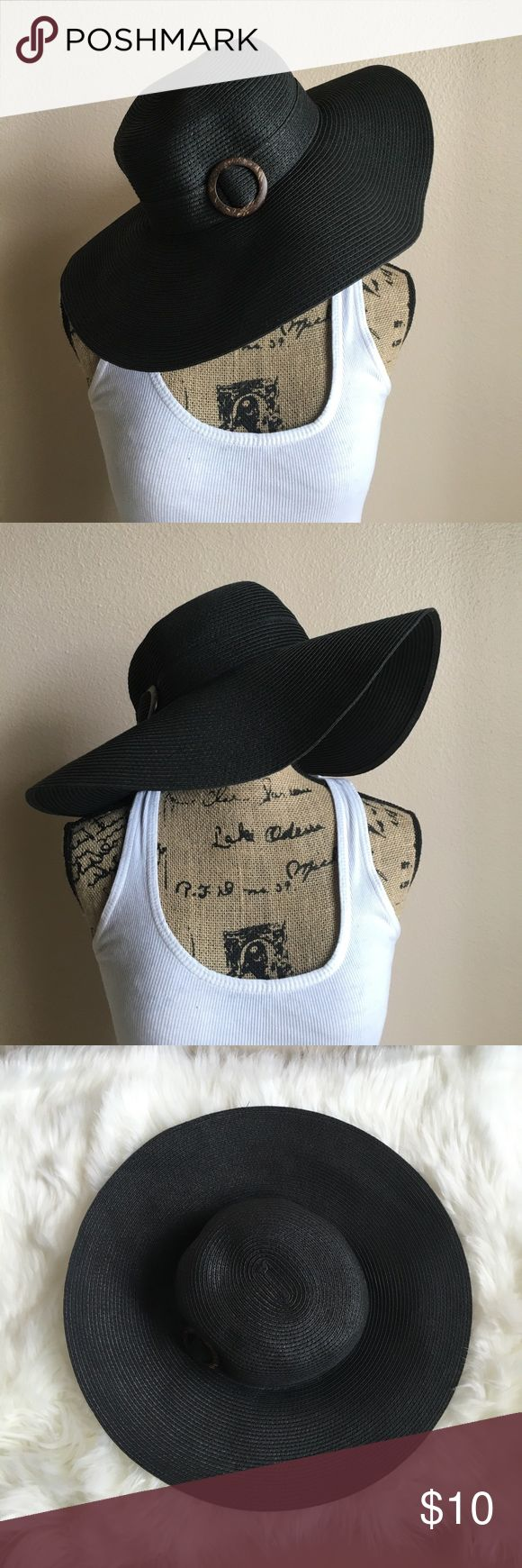 👉NWOT👈 Black Floppy Hat 👉NWOT👈 Black floppy hat is perfect for your summer vacation! Has a side buckle. In excellent condition. 👍 Accessories Hats
