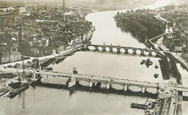 Flashback... Maastricht bridges in 1932 - Maastricht univerCity - Servaasbrug Wlilelminabrug Maas #Mtricht Mtricht.com