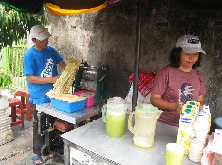 Es air tebu (sugarcane juice) seller at street side of Jalan Percetakan Negara, Central Jakarta, Indonesia.