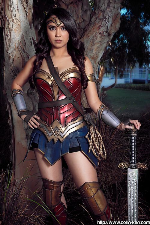Wonder Woman Cosplay http://geekxgirls.com/article.php?ID=7451                                                                                                                                                                                 Más