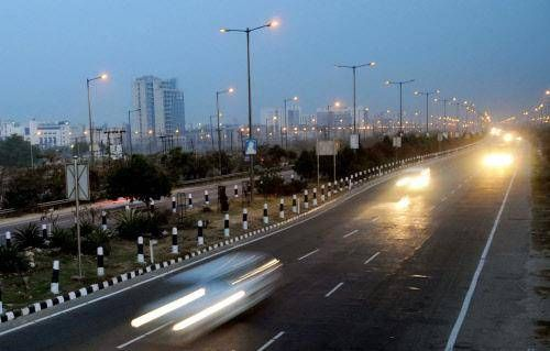 #DwarkaExpressway ..HUDA planning to start atleast one lane of the thoroughfare ready for traffic at the earliest. http://cheatedbuyers.com