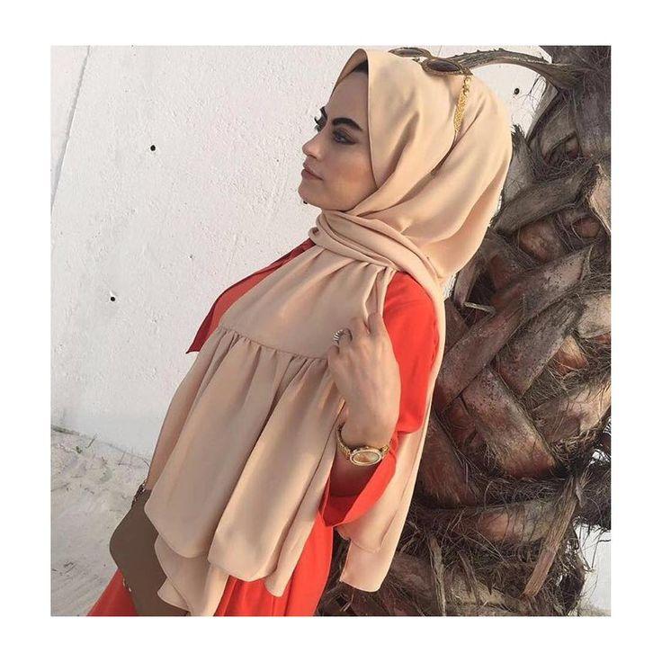 Hijab Fashion | Nuriyah O. Martinez | Ruffled hijab | 47 vind-ik-leuks, 11 reacties - ⚜️HILMA⚜️ (@hilmamoda) op Instagram: '• Nts dubai ipegi pile model salimiz uzunlugu: 2.15 cm genisligi: 75cm, cok yakinda satisa…'